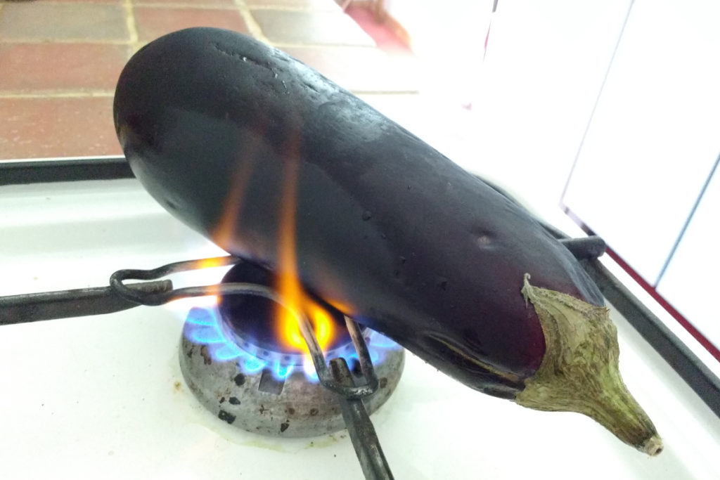 Baba Ganouche mit auf der offenen Flamme gerösteter Aubergine