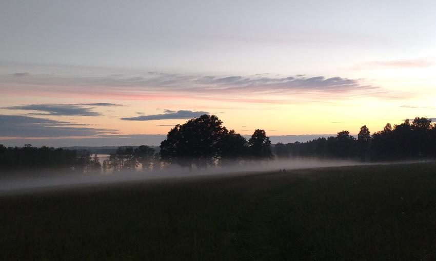 Bullerbü-Ferien in Smaland_Schweden_Abendstimmung mit Nebel am See
