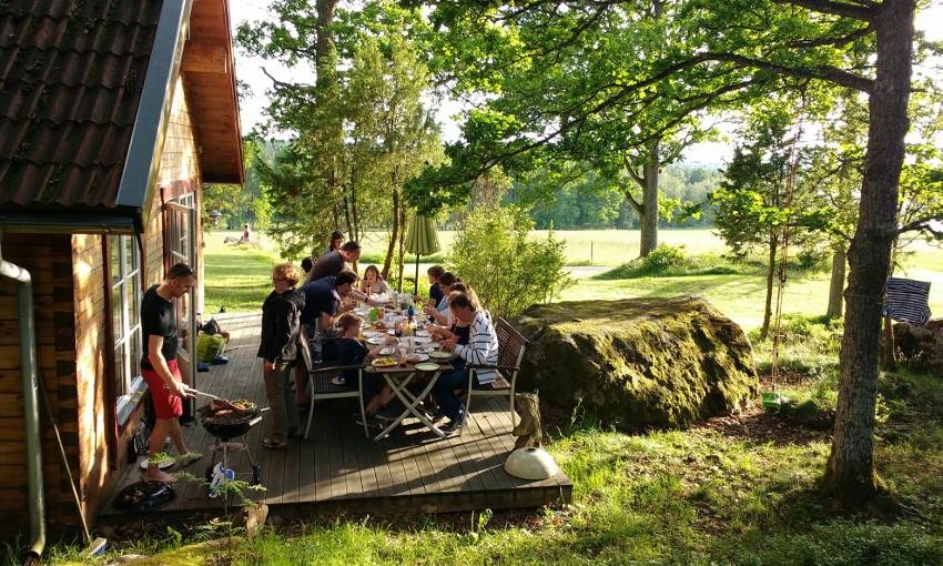 Bullerbü-Ferien in Smaland_Schweden_Midsommar Festessen am Ferienhaus