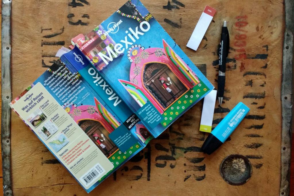 Mexiko-Reiseführer, Kuli, Textmarker und Notizzettel: wir stecken mitten in der Reiseplanung