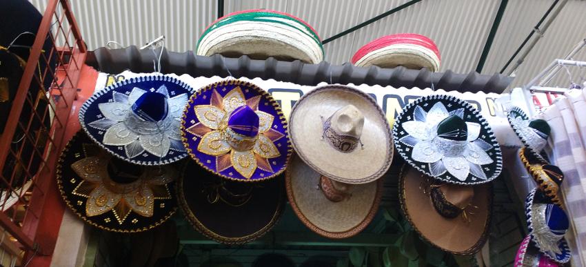 20180427_Oaxaca Mercado Benito Juarez Sombreros (c) Jäger des verlorenen Schmatzes