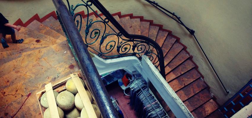 Wenn man erstmal oben ist, sieht die Treppe im Kolonialstil echt hübsch aus
