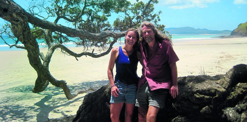 Miriam und Peter Lancewood im Norden der Nordinsel, am Beginn des Te Araroa-Fernwanderwegs