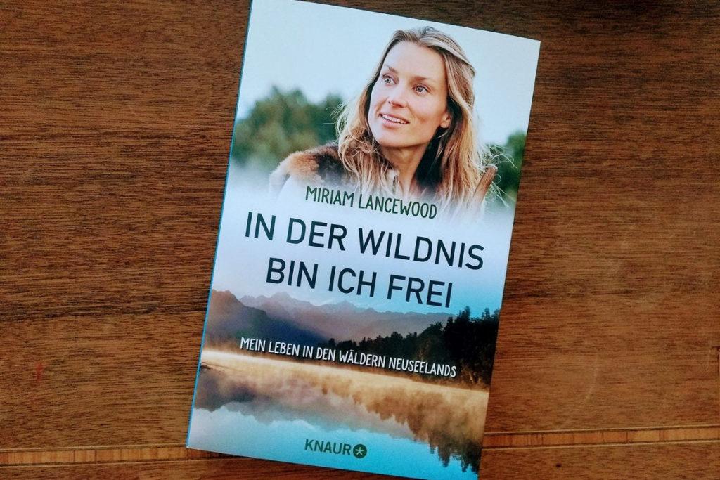 titel_Buchcover-In-der_Wildnis-bin-ich-frei (c) www.jaegerdesverlorenenschmatzes.de