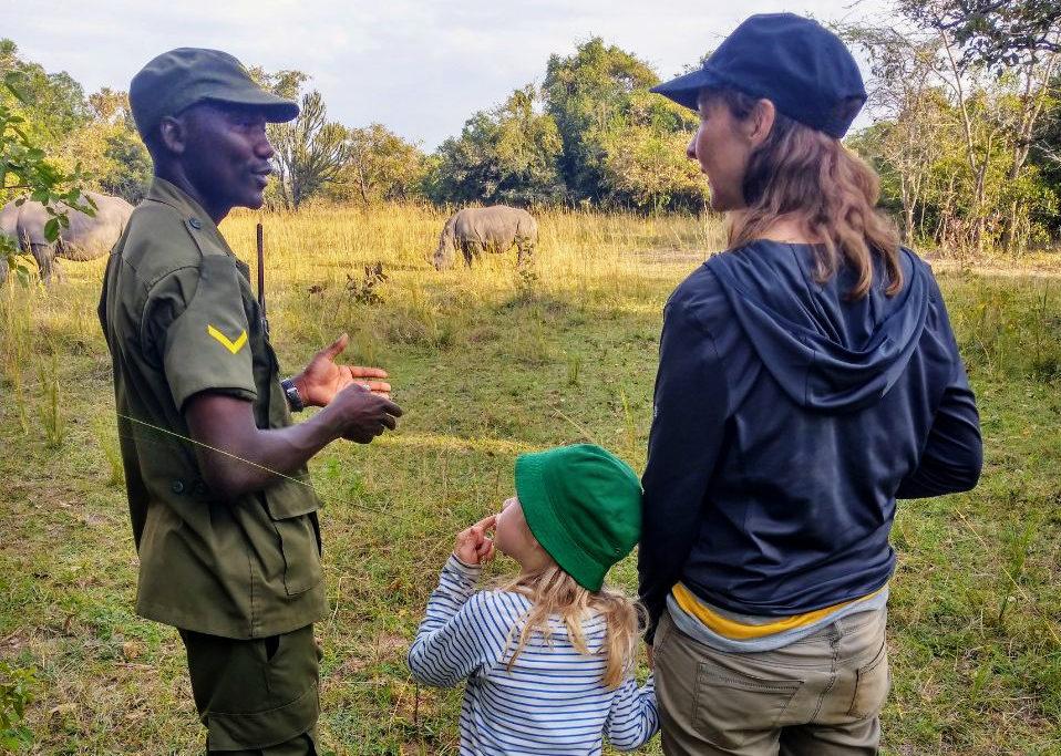 Ziwa Rhino Sanctuary Safari mit Nashörnern Uganda Afrika mit Kind