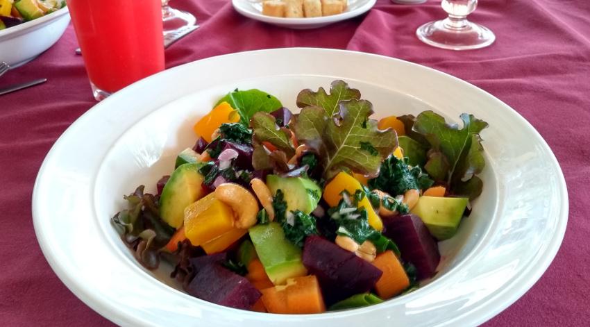 Cook it, peel it or leave it - daran halten wir uns normalerweise auch. Aber bei diesem Salat konnte ich nicht widerstehen...