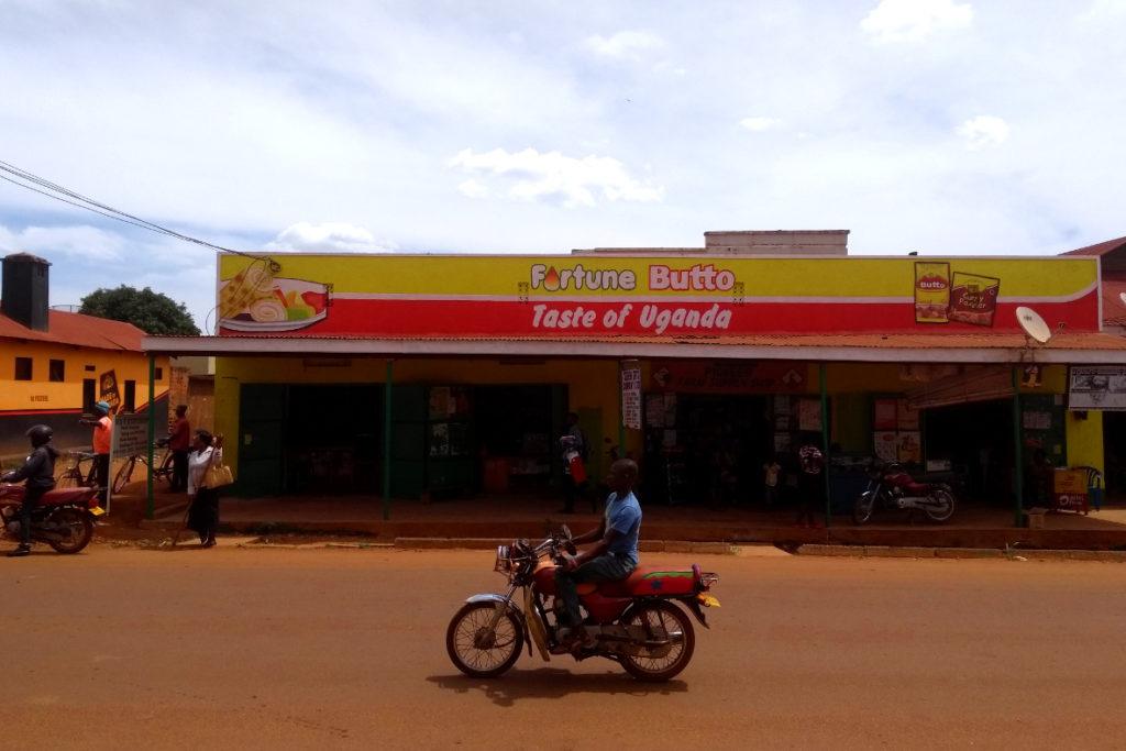 So schmeckt Uganda Streetfood (c) www.JaegerDesVerlorenenSchmatzes.de
