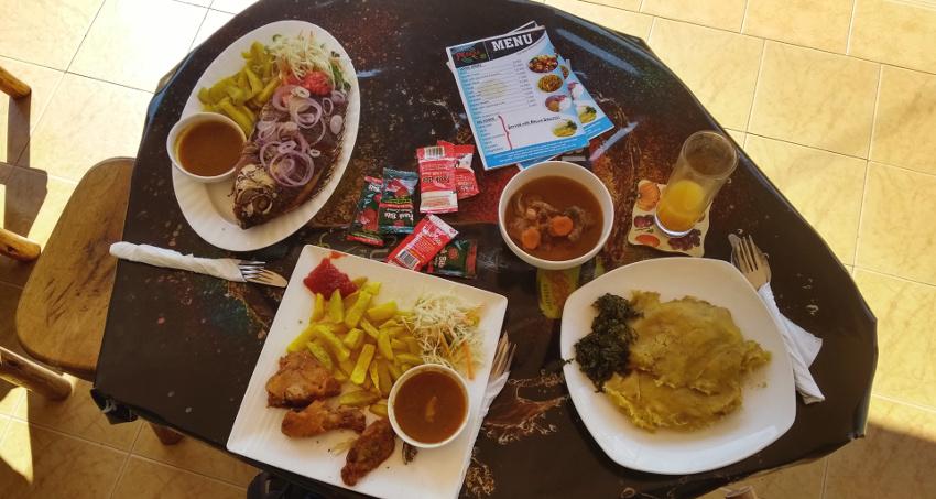 Noch einmal ugandisch essen vor dem Heimflug!