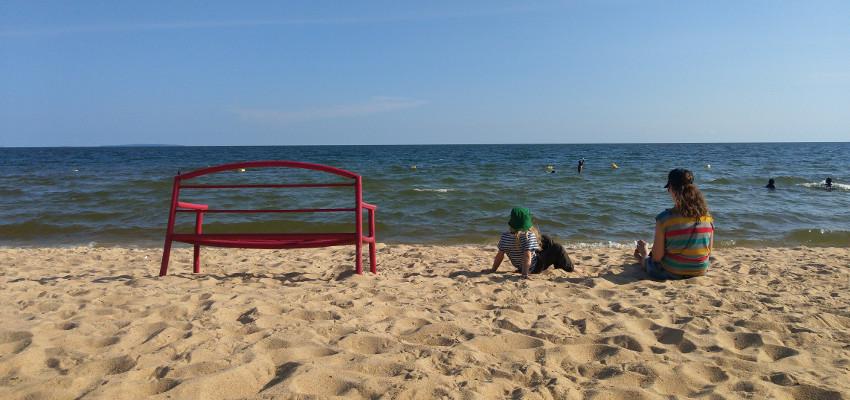 Uganda liegt natürlich nicht am Meer, sondern am Viktoriasee. Am Strand chillen und aufs Wasser gucken geht hier aber auch!