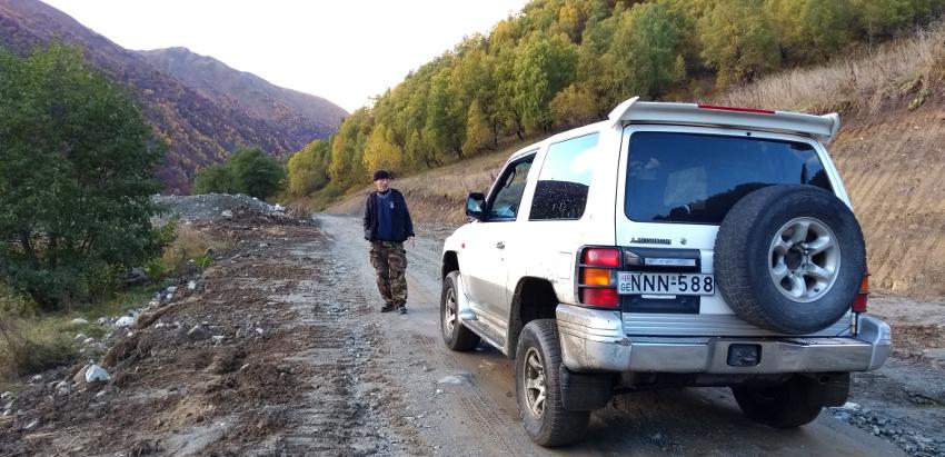 Unser Fahrer Xuicha mit seinem treuen Auto