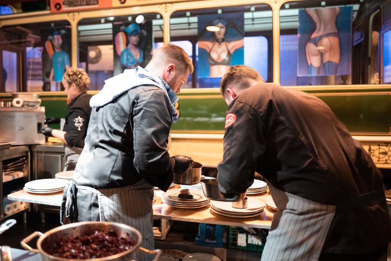Küchenteam offene Küche Location Pop Up 2025 Magdeburg