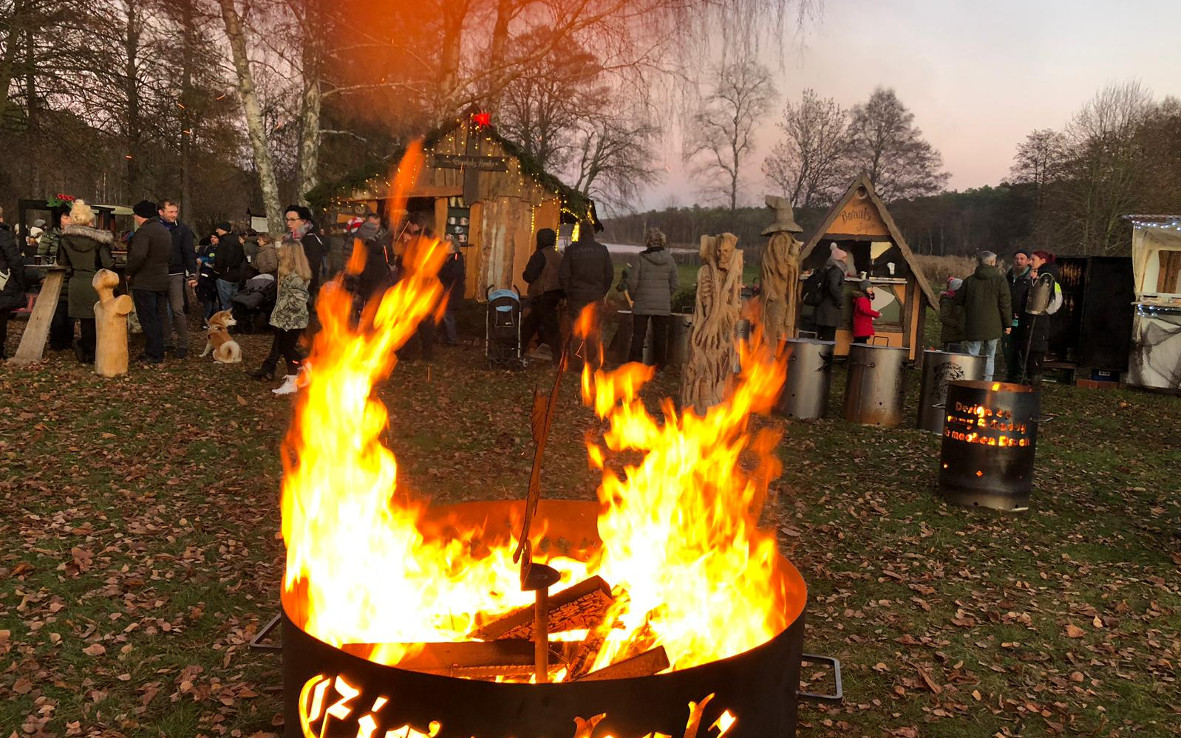 Weihnachtsmarkt Feuertonne Lagerfeuer Weihnachtshaus Advent Himmelpfort (c) www.JaegerDesVerlorenenSchmatzes.de