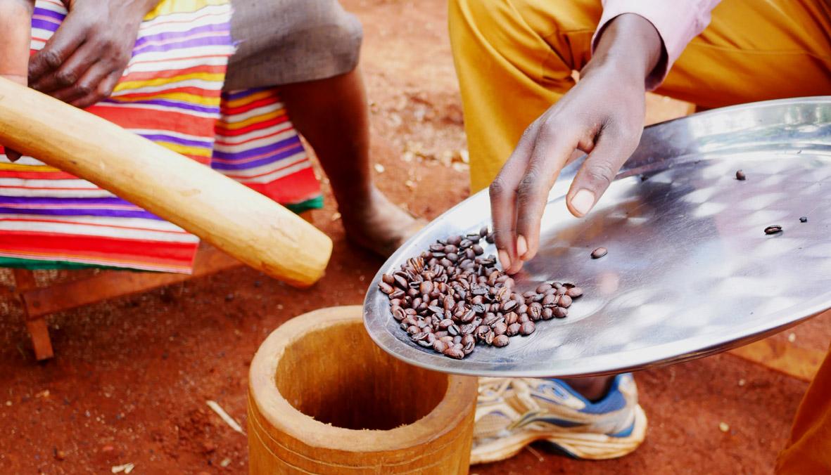 Nicht in Kolumbien, sondern in Uganda haben wir diese Kaffeebauern besucht.